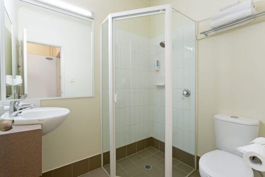 Family Bathroom Redcliffe Inn